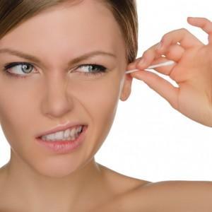 La survenue d'acouphènes peut se traduire par la présence d'un bouchon de ces sécrétions rejetées par le conduit auditif,