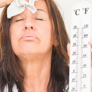 Bouffées de chaleur, variations de l'émotion, absence de règles, réduction de la quantité des poils pubiens
