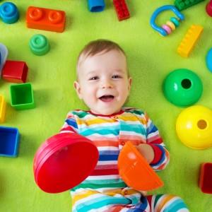 jeux-pour-stimuler-la-vision-de-bebe