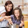kinder haben spa beim kochen