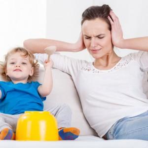L'ouïe se développe d'année en année chez le jeune enfant et lui permet de commencer à parler