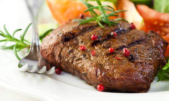 Chaque matin, nos viandes sont mijotées pendant de longues heures et nous cuisinons nos propres recettes en respectant lessence même de la cuisine.