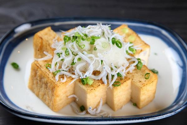 Elaboré à partir de lait de soja, le tofu regorge d'atouts pour notre organisme. Oui, mais lesquels ? Et puis surtout, comment le consommer pour allier plaisir et santé ? On vous dit tout !