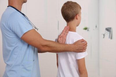 posture enfant dos kine osteo
